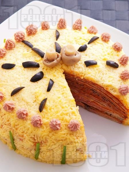 Вкусна домашна празнична солена палачинкова торта с пастет и гъби - снимка на рецептата